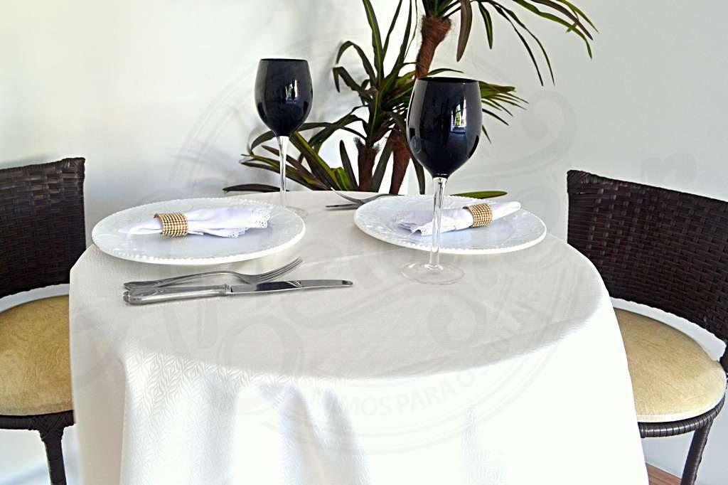 966ac3bcf155 Como exemplo: se você deseja uma barra de 15 centímetros e o diâmetro da  mesa é de 1,80, acrescente 30 centímetros na medida do móvel e opte por uma  toalha ...